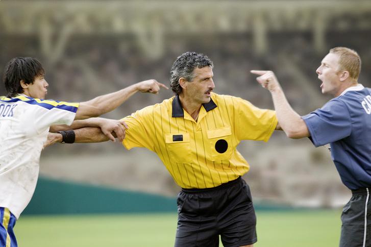 Фото №1 - Как стать футбольным судьей