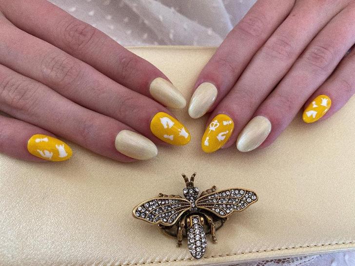 Фото №2 - Желтый маникюр: Аня Тейлор-Джой показала модный нейл-дизайн в стиле сериала «Ход королевы»