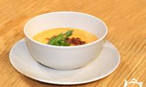 Суп из печеного перца с пудрой из бекона