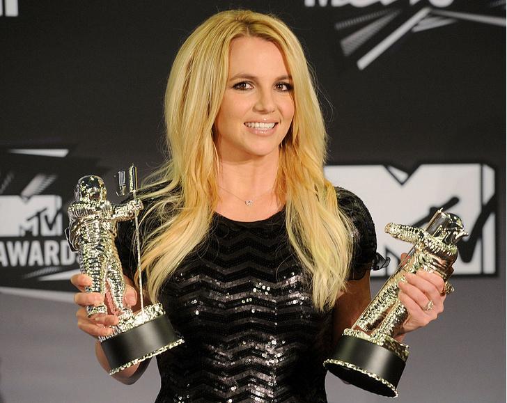 Фото №5 - Не платят в ресторанах и жмутся на подарки: Мадонна и другие звезды, которые удавятся за копейку