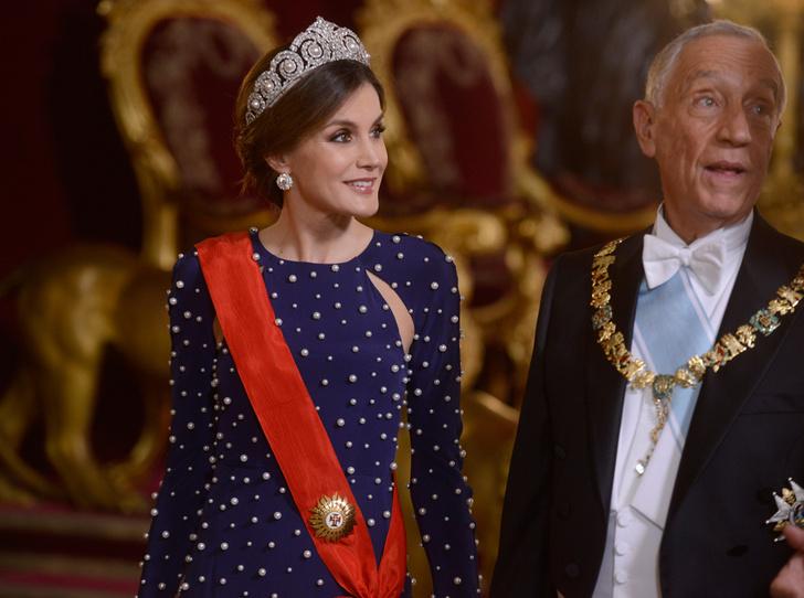 Фото №4 - Модные эксперименты Летиции: как испанская королева борется с протоколом