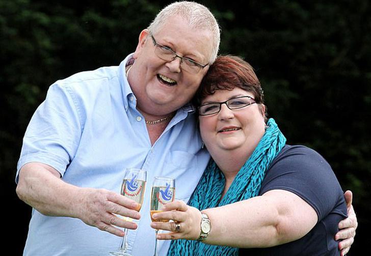 Фото №1 - Британец выиграл джекпот в лотерею и организовал себе на них роскошные поминки (фото)