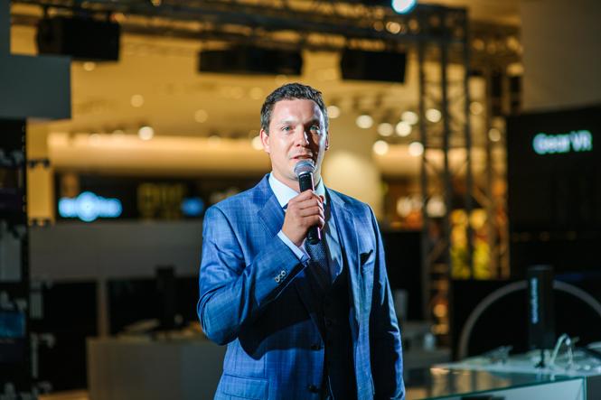 Фото №2 - Открытие нового бутика Samsung в ЦУМе: сила света и воды