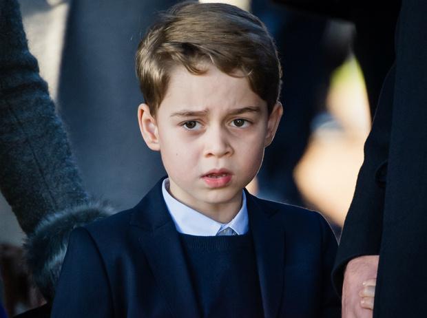 Фото №1 - Почему принц Джордж может не стать королем (и при чем здесь Гарри и Меган)