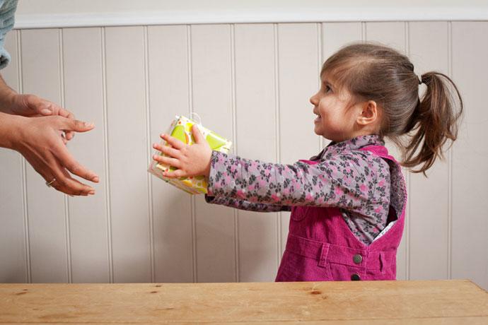 Нужно ли детям участвовать в благотворительности?