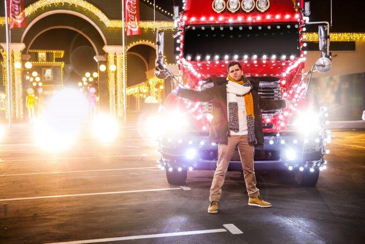 Фото №1 - Coca-Cola представила новую версию песни «Праздник к нам приходит»