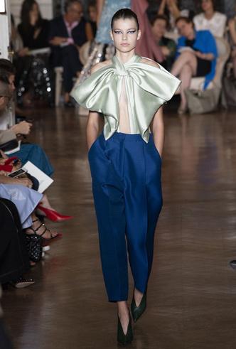Фото №3 - Прекрасные странности в коллекции Valentino Couture FW18