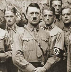 Фото №1 - Гитлера выдворяют из Германии