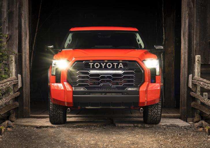 Фото №2 - С «Тундрой» на разведку: Toyota показала новое поколение исполинского пикапа