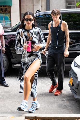 Фото №2 - На стритстайле как на красной дорожке: юбка Дуа Липы с головокружительным разрезом от бедра