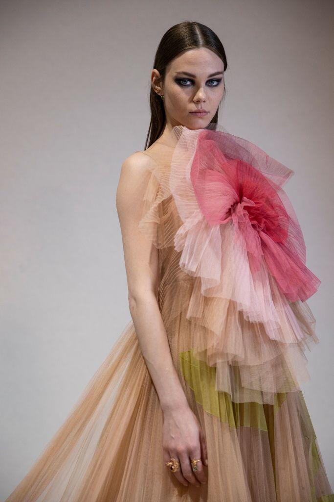Фото №2 - Вечерний макияж, который зрительно увеличит глаза: показывают модели Givenchy и Dior