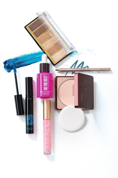 Фото №4 - Как ввести синий цвет в макияж и не пожалеть об этом
