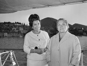 Фото №3 - От Хрущевой до Путиной: как выглядели и одевались первые леди нашей страны