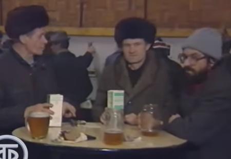 Советская пивная и ее обитатели в пятницу после работы: репортаж Центрального телевидения, 1991 год (видео)