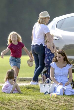 Фото №7 - Королевский отряд: герцогиня Кейт и ее три самых близких подруги в БКС