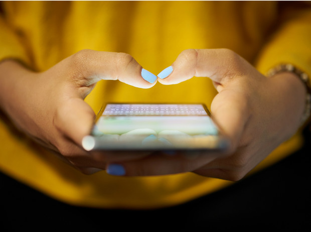 Фото №2 - Дурная привычка: почему не стоит следить за бывшим в соцсетях