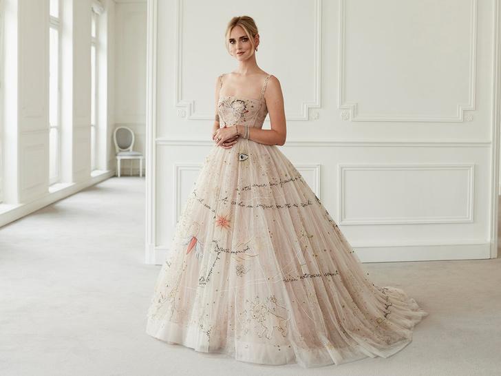 Фото №3 - Самые красивые и необычные вторые свадебные платья звезд
