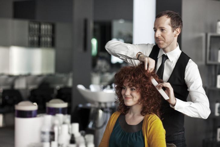 Фото №2 - 8 признаков, что тебе пора менять парикмахера