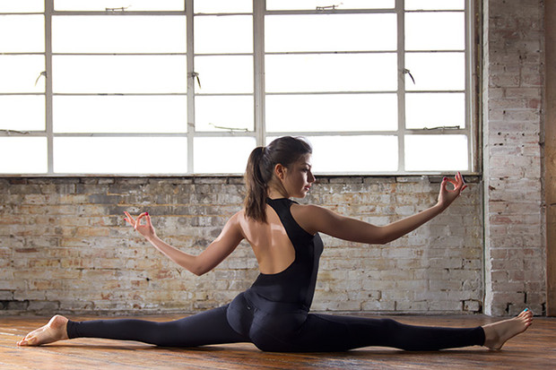 Фото №3 - 12 асан йоги, опасных для здоровья