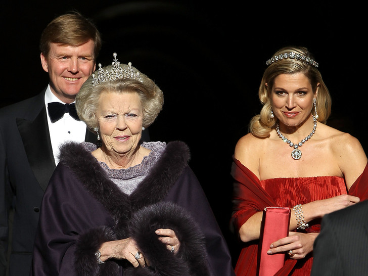 Фото №4 - У какой королевской семьи Европы самая дорогая коллекция тиар
