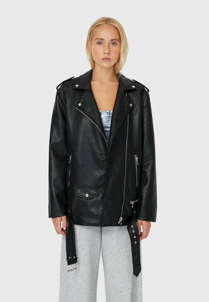 Фото №1 - Что будем носить весной 2021: топ-5 модных кожаных курток