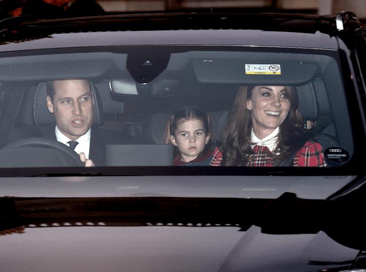 Фото №1 - Непраздничное настроение: в Сети обсуждают недовольных принца Джорджа и принцессу Шарлотту
