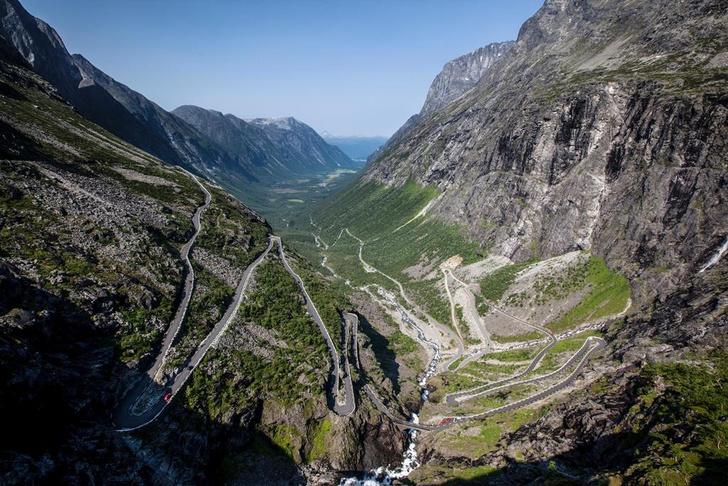 Фото №3 - Как по лезвию: 8 самых опасных действующих дорог мира