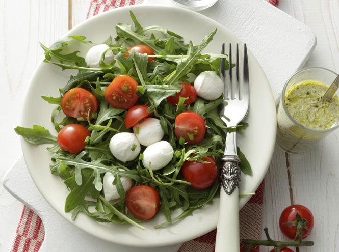 Фото №6 - 5 изумительно простых и вкусных салатов с рукколой