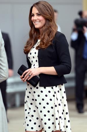 Фото №16 - Королевский дресс-код: любимые сумки герцогини Кембриджской