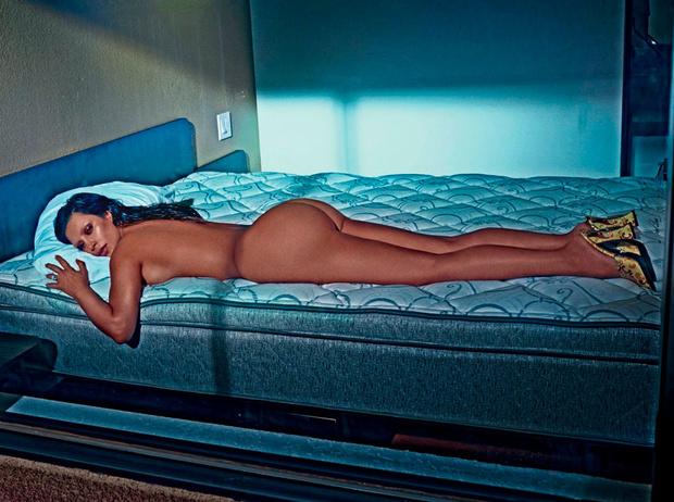 Фото №1 - Самые провокационные фотосессии Ким Кардашьян