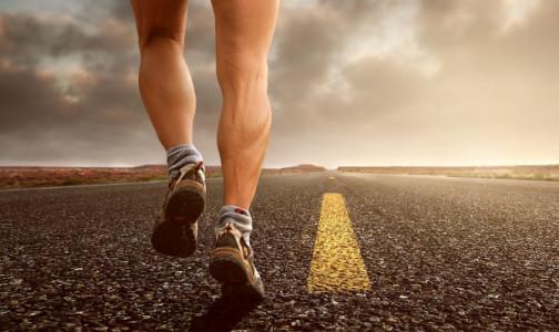 """Фото №1 - Мурашки и """"червячки под кожей"""": признаки, которые сигналят о проблемах с венами на ногах"""