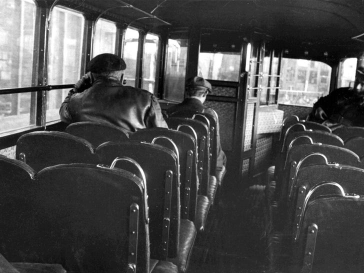 Тесный проход между сиденьями отличительная черта троллейбусов серии ЛК