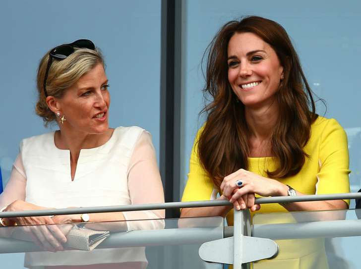Фото №1 - Спорный момент: единственное недоразумение между Софи Уэссекской и Кейт