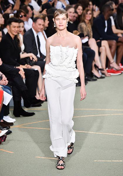 Фото №7 - Наталья Водянова снова в строю: модель на показе Givenchy
