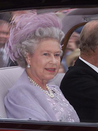 Фото №3 - Гордость женихов и невест: самые стильные мамы на королевских свадьбах