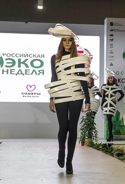 Фото №1 - Театр моды Артура Браже выступил на Экологической неделе в Москве