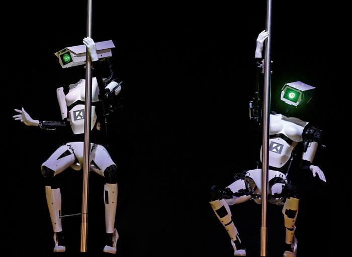Фото №1 - Неприкрытый прогресс: роботы-стриптизеры