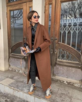 Фото №1 - Надоел пуховик? Вот какие пальто, эко-шубы и дубленки в моде этой зимой