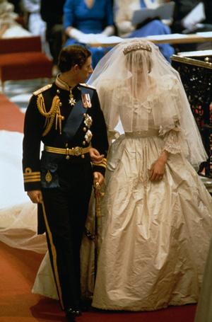 Фото №7 - Секретное свадебное платье принцессы Дианы