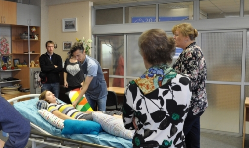 Фото №1 - Как в Петербурге помогают пациентам с «болезнью Стивена Хокинга»