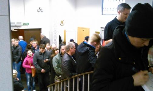 Фото №1 - Петербургские водители штурмуют психиатрические и наркологические диспансеры