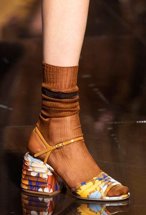 Фото №36 - Самая модная обувь весны и лета 2020: советы дизайнеров