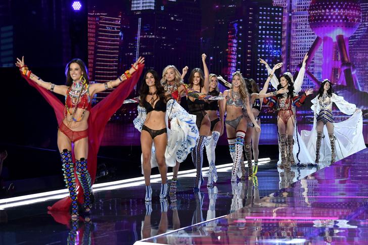 Фото №2 - Трансгендер, беженка и футболистка: Victoria's Secret заменят своих «ангелов»