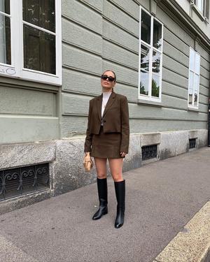 Фото №3 - С чем носить жокейские сапоги — главный обувной инста-тренд зимы 2021 👢