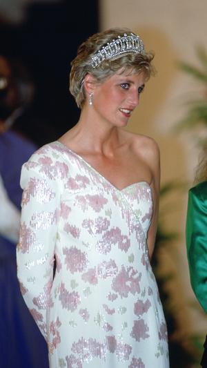 Фото №7 - Неповторимая Кэтрин Уолкер: любимый дизайнер принцессы Дианы и Кейт Миддлтон