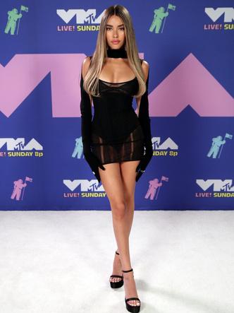 Фото №30 - MTV Video Music Awards 2020: лучшие и худшие наряды звезд на красной дорожке
