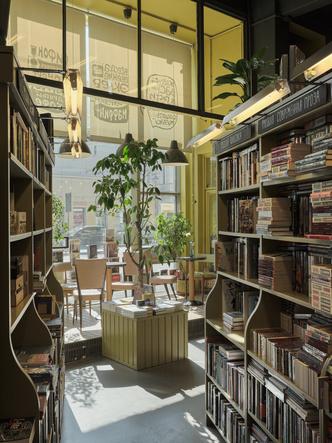Фото №9 - Обновленный книжный магазин «Подписные издания» в Петербурге