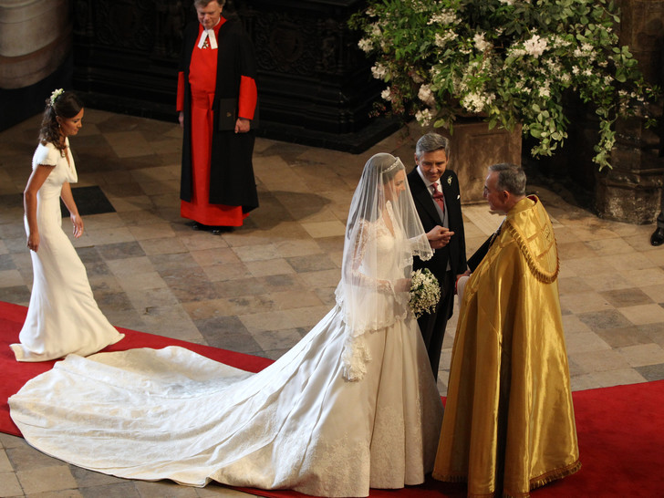 Фото №2 - Какое королевское свадебное платье стало самым популярным в мире (спойлер— не Дианы и не Кейт)