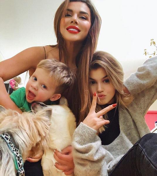 Анна Седокова с сыном Гектором и дочерью Алиной