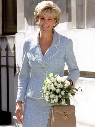 Фото №8 - Любимые парфюмы королевских особ: от Елизаветы до герцогини Кейт